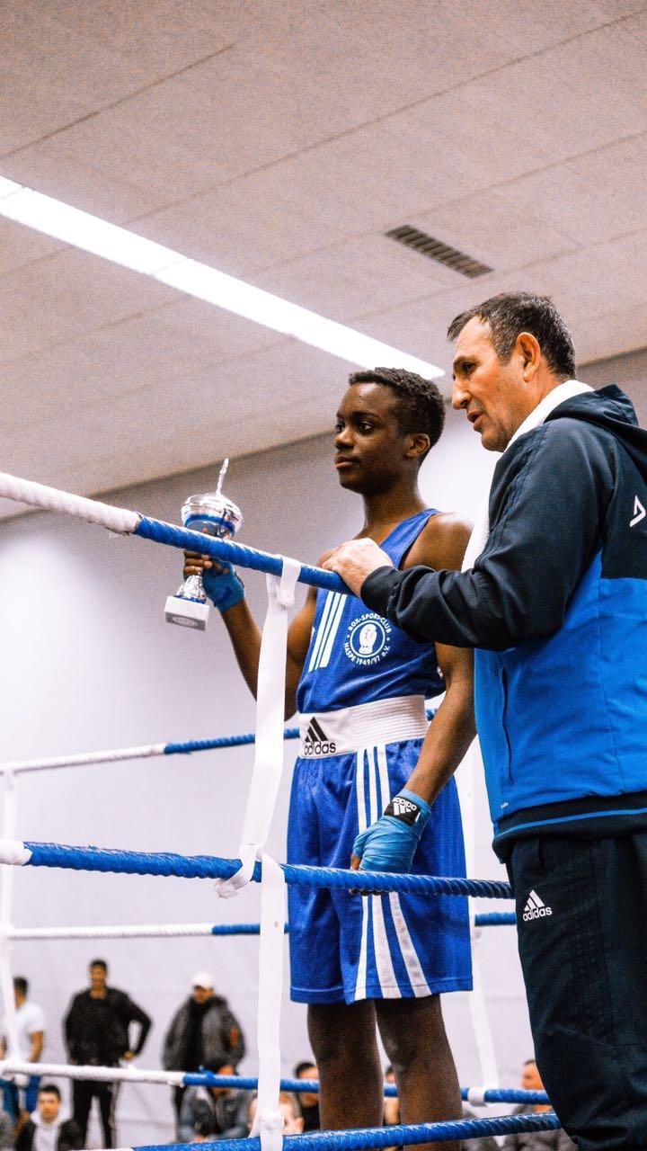 Trainer M. Kurukafa mit seinem Schützling E. Augusto